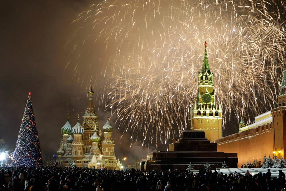 Россия празднует новый год