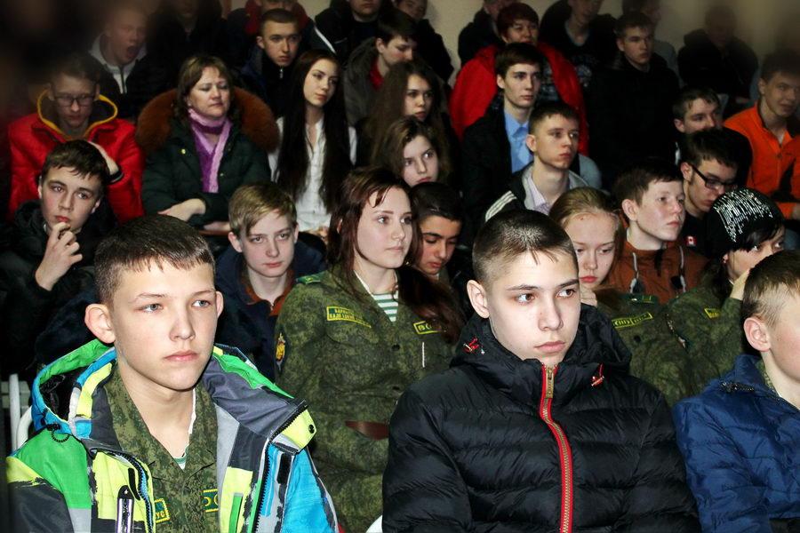 В Барнауле в Краевом дворце молодёжи посмотрели и обсудили фильм «Офицеры»