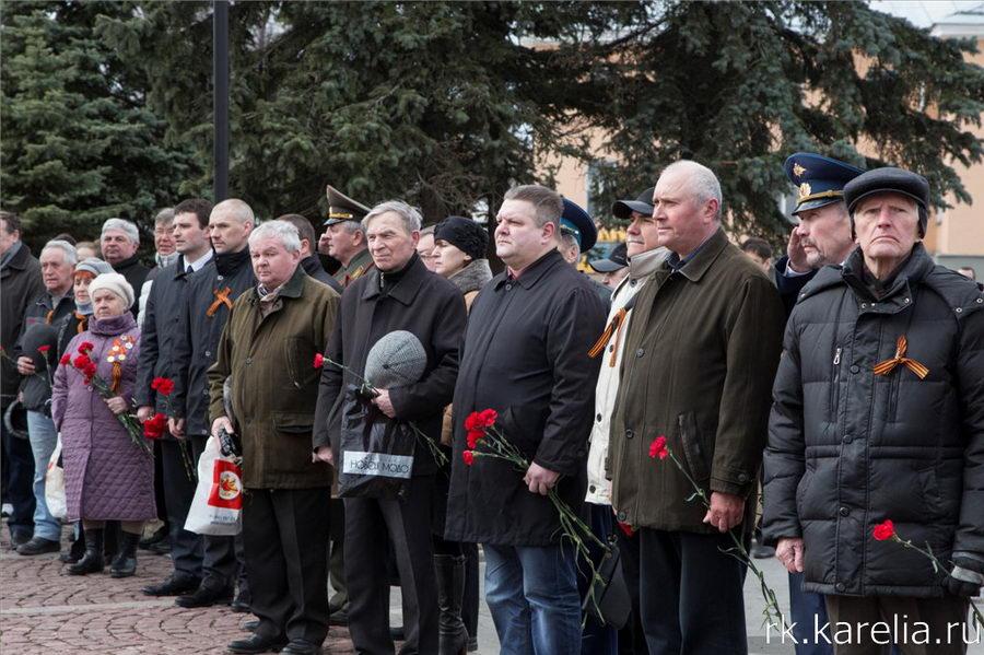 Карельская Вахта памяти началась у Вечного огня в Петрозаводске