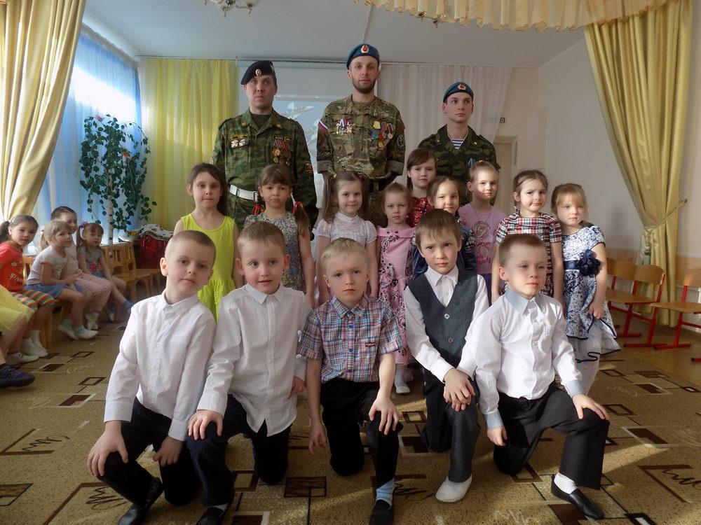 Члены СРООВ «Союз десантников и подразделений специального назначения» посетили детский сад № 319 г. Самары
