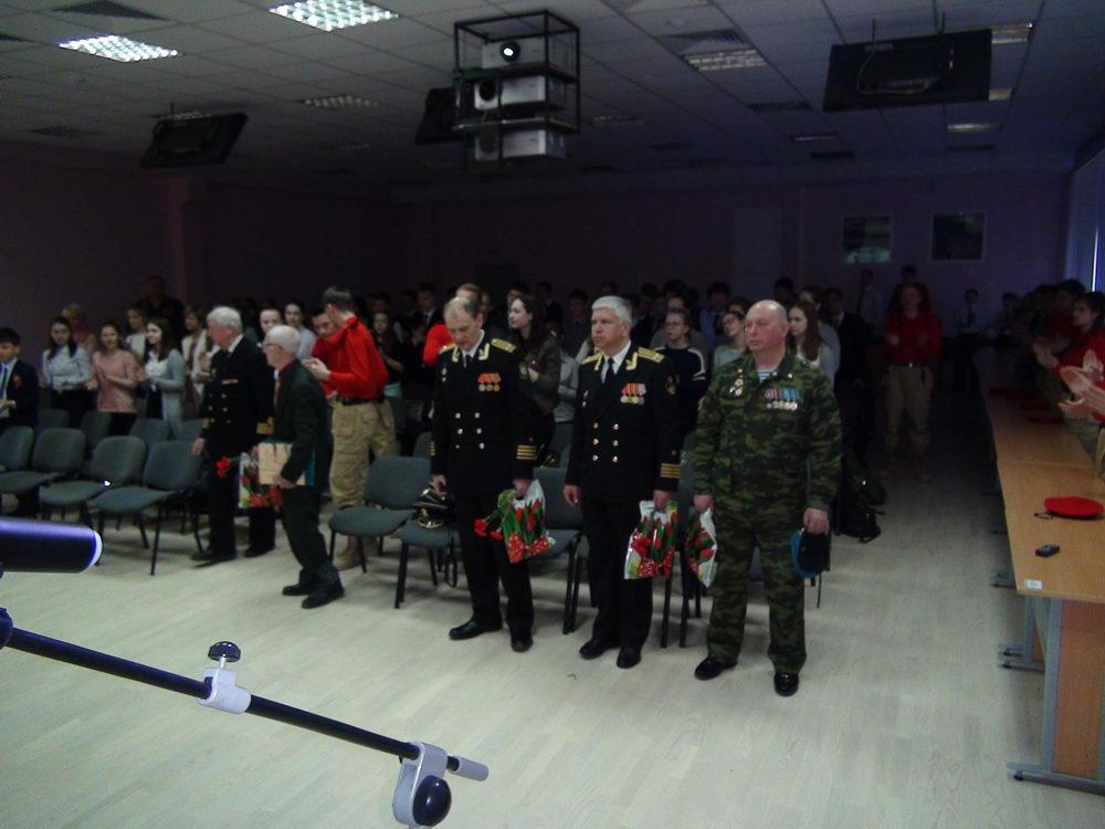 Поздравили ветеранов и приняли клятву