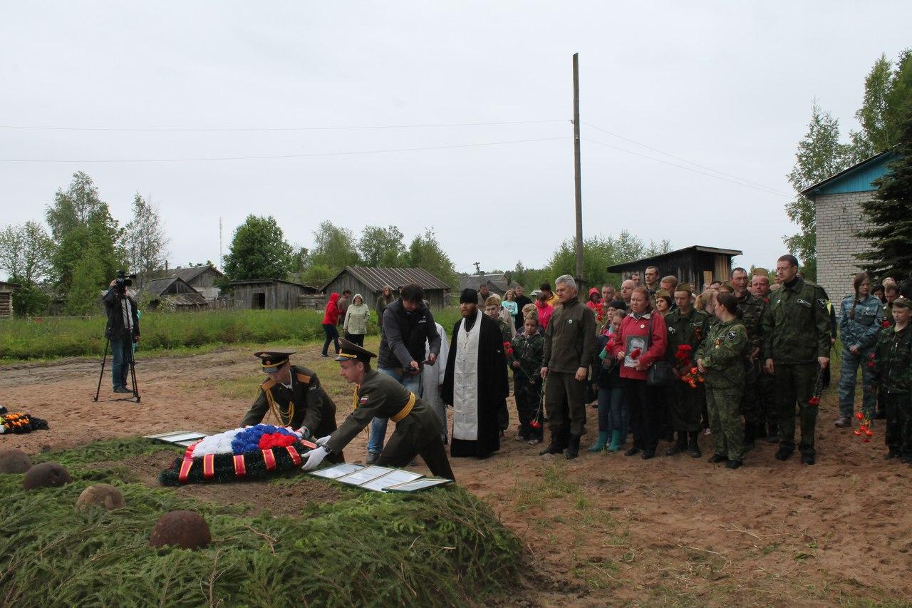Церемония захоронения останков советских воинов