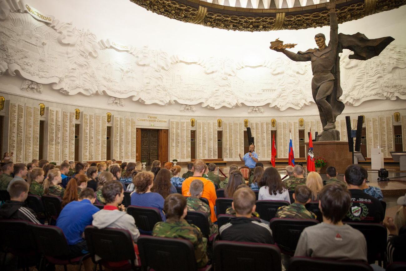 Генерал-полковник Валерий Востротин в Музее Победы