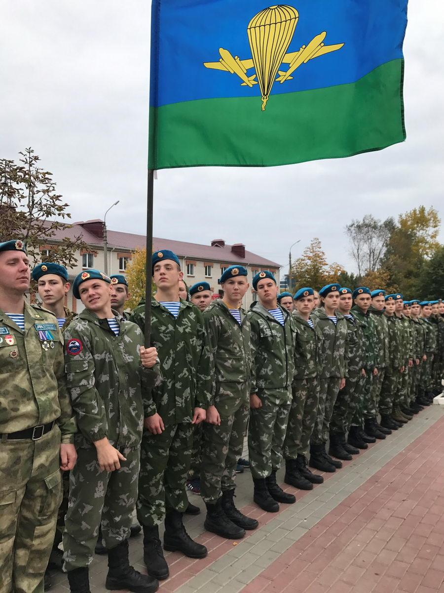 Торжественный митинг в память воинов-десантников, погибших в 1941 году
