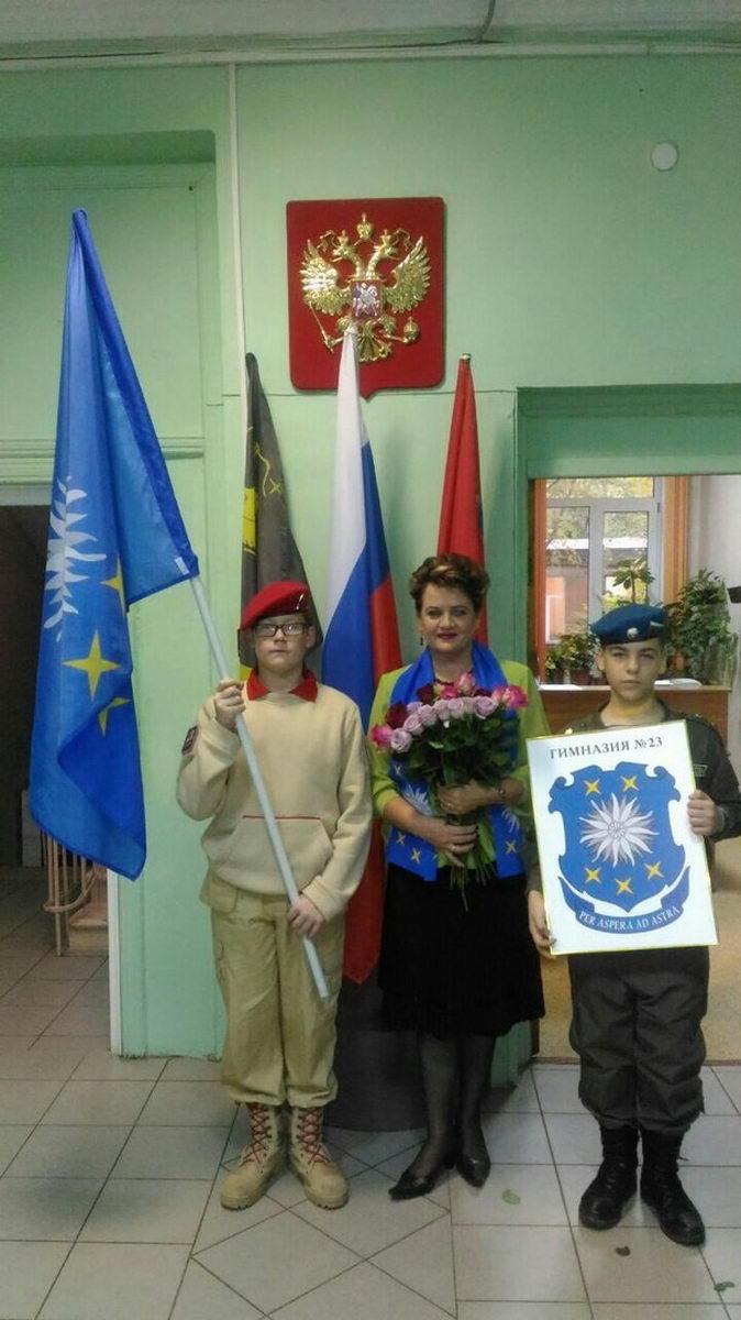 Юнармейцы ВПО «СОВА» поздравили учителей с профессиональным праздником