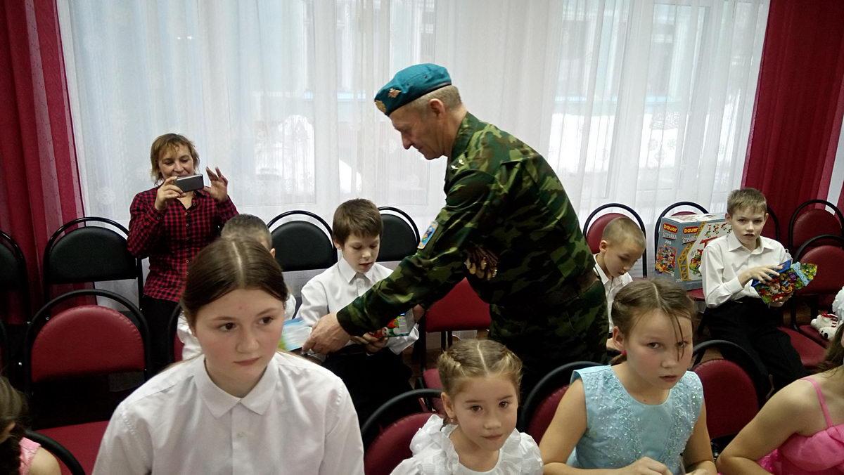 Десантники детям