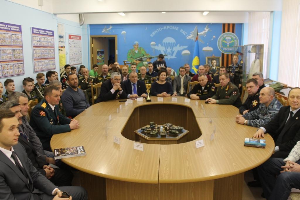 Торжественная церемония открытия школьного музея славы Воздушно-десантных войск