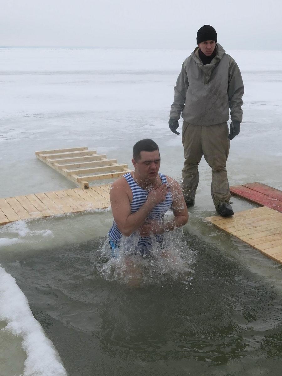 «Десантники Таганрога на Крещенских купаниях»