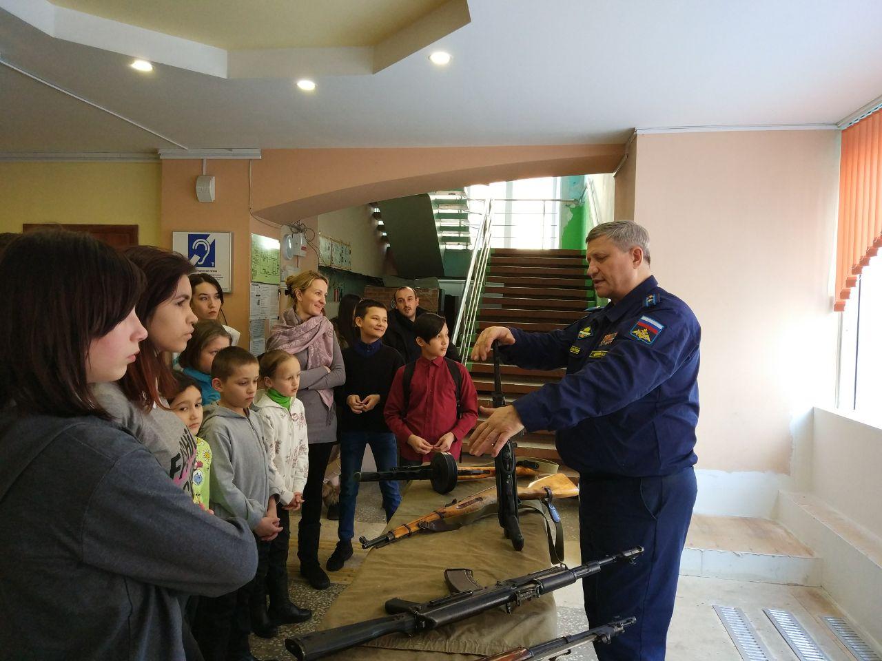 Ветераны-десантники встретились с воспитанниками детских домов и интернатов