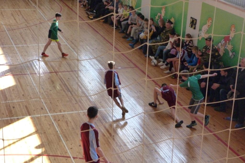 Соревнования среди юношей и девушек по плаванию и по мини-футболу
