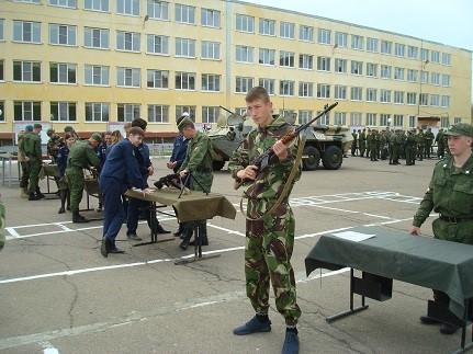 Урок начальной военной подготовки в городе Ангарске