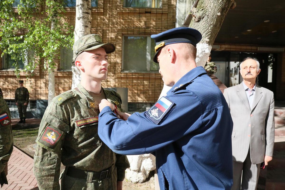 В Военном университете курсантам вручены награды «Союза десантников России»