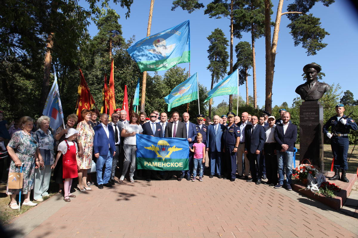 В подмосковном городе Раменское открыли памятник генерал-лейтенанту Хасану Лагустановичу Харазия