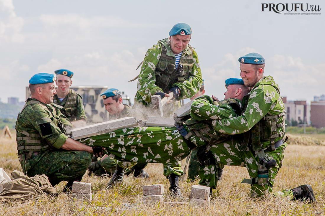 Пилотажная группа «Русь» поздравила десантников Башкортостана с Днём ВДВ