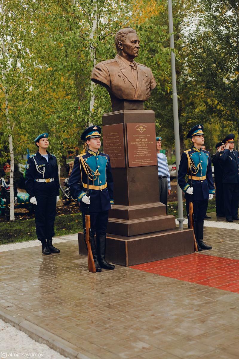 Открытие памятника Герою Советского Союза В.Ф.Маргелову