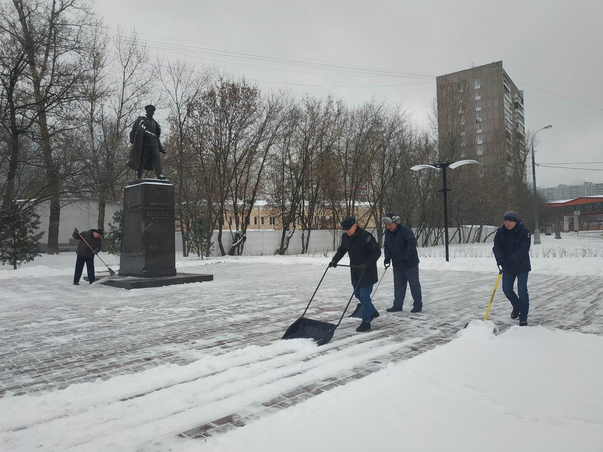 Уборка памятника