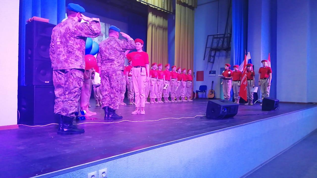 Самарские десантники 22 февраля поздравили с Днем защитника Отечества юнармейцев школы в пос. Береза