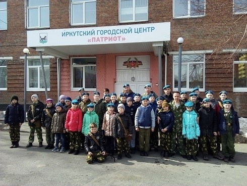31 марта 2019 года на территории стадиона бывшего военного училища проводились тестовые занятие с курсантами Кадетского класса десантного профиля
