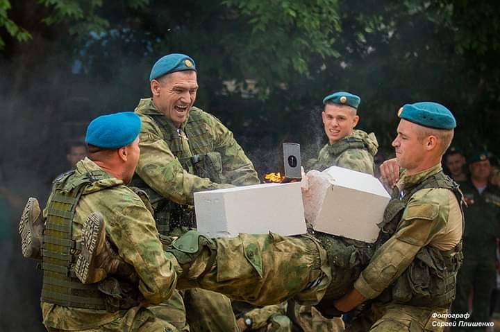 Ветераны-десантники «Союза десантников Таганрога» отметили 89-ю годовщину образования Воздушно-десантных войск