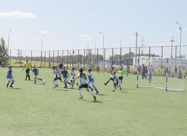 Юные футболисты отведали «десантные» пряники