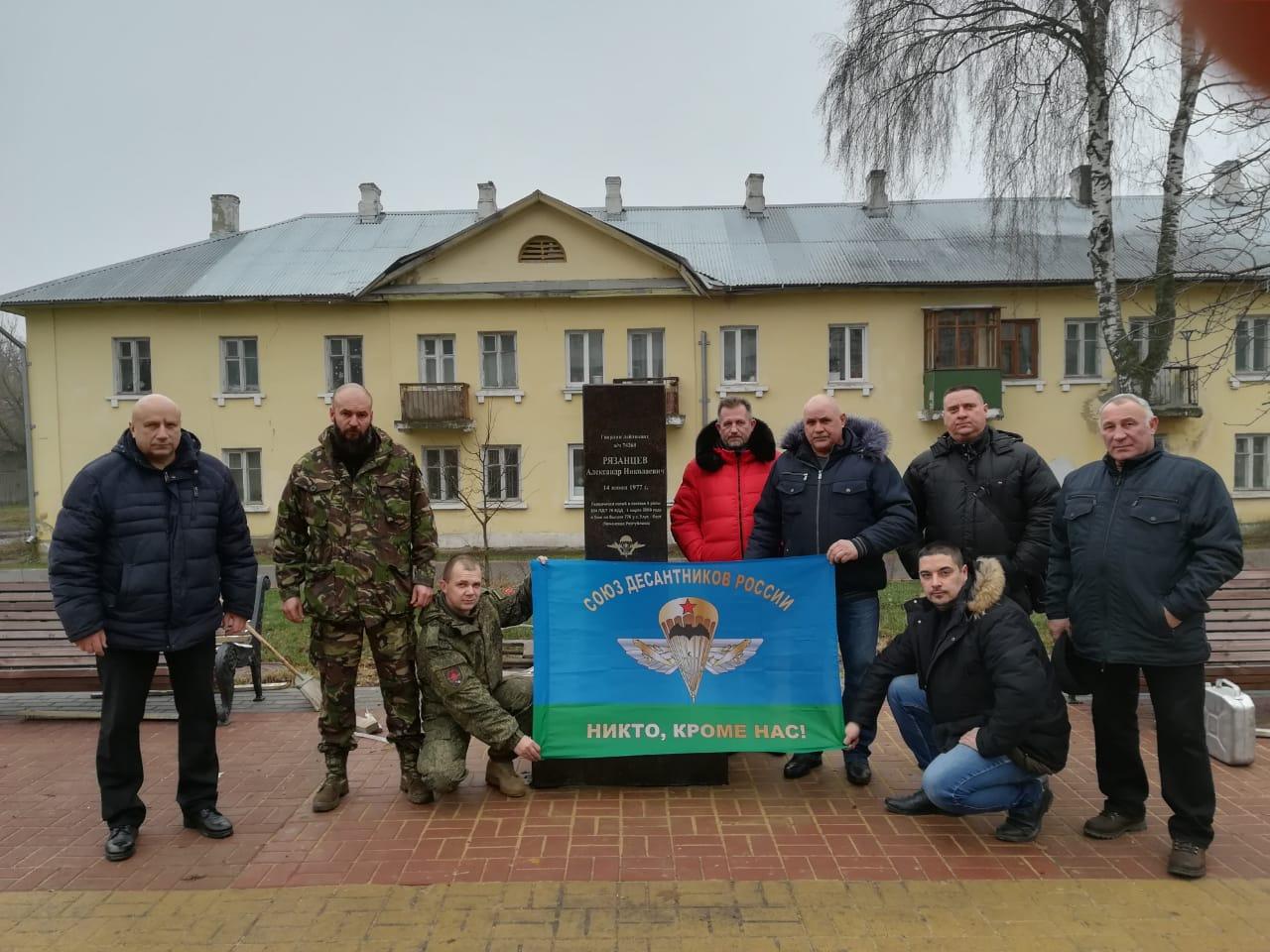 В Орле началась установка памятников Героям Российской Федерации Алексею Скворцову и Александру Рязанцеву