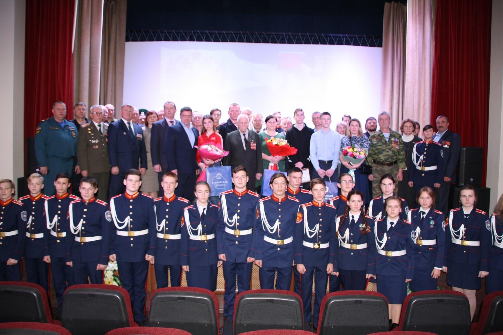 В Тамбове в честь Дня героев Отечества наградили детей, проявивших мужество и отвагу
