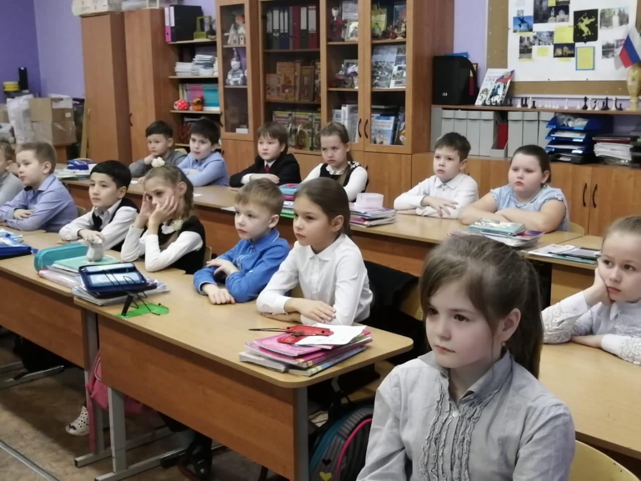 Инструктор ВПО «СОВА» провел урок «Мужества» во втором классе, лицея № 10 городского округа Химки