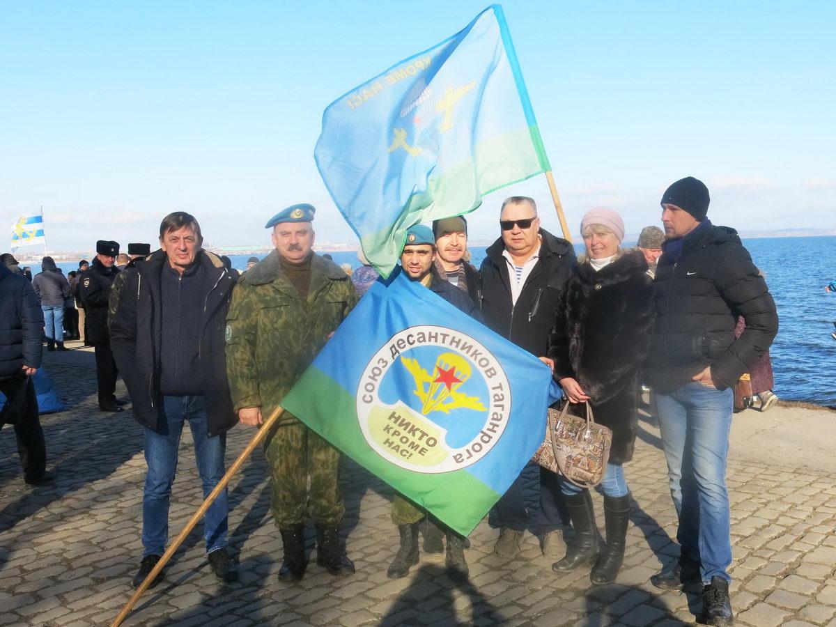 Ветераны «Союза десантников Таганрога» на Крещенских купаниях»