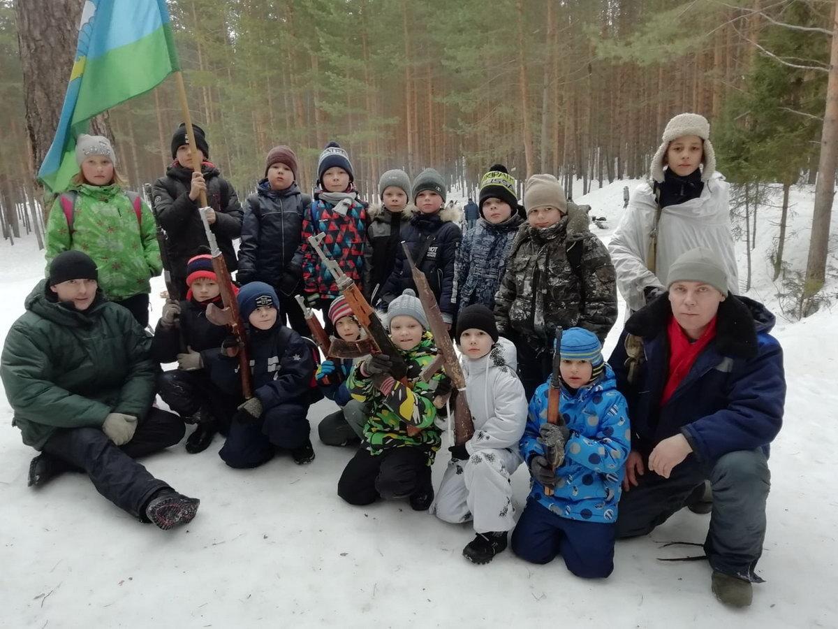 ВПК «Десантник» г. Воткинск («Союз десантников Удмуртии») отметили 8 марта в загородных лесах
