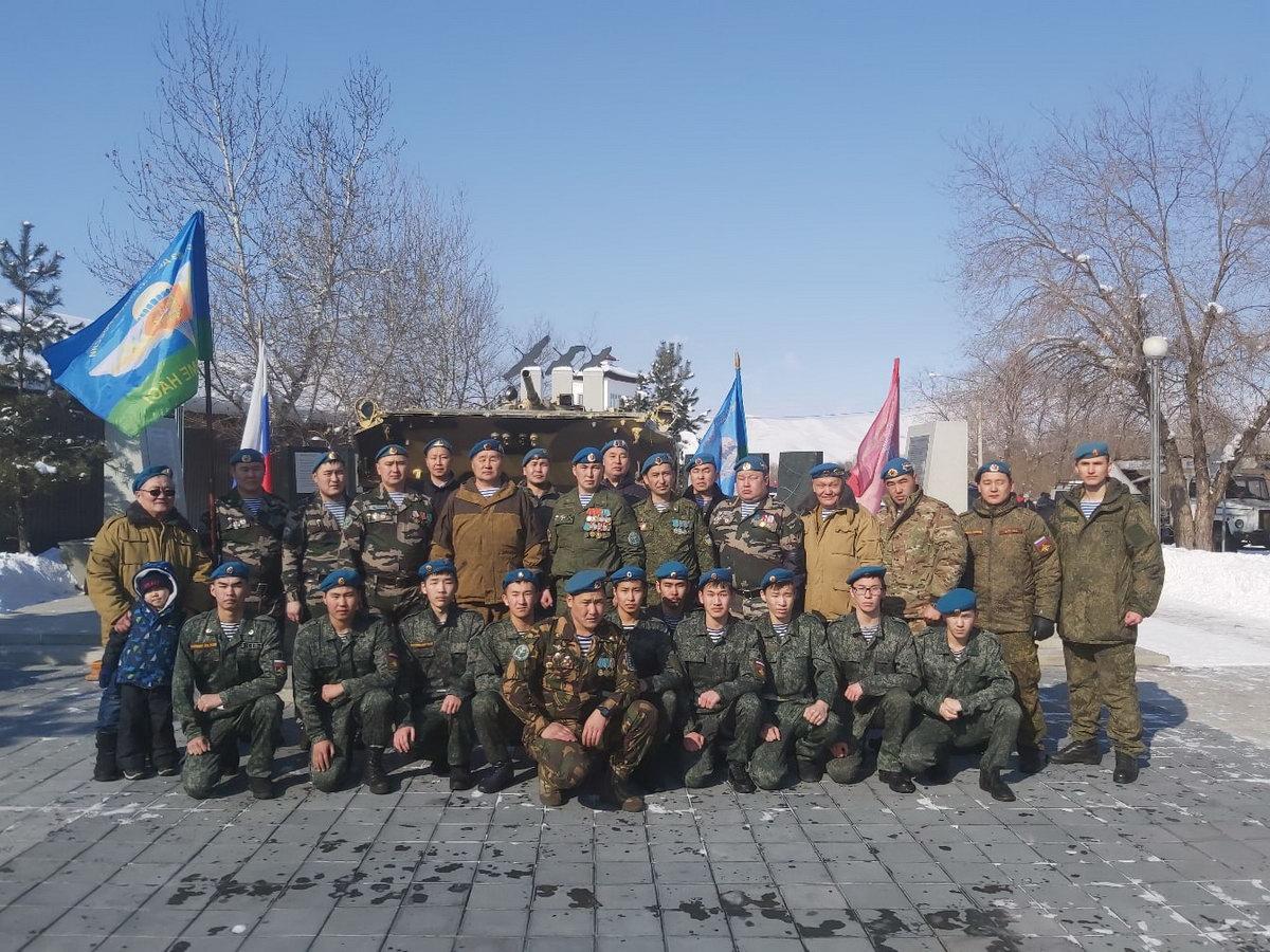 В Туве почтили память о подвиге военнослужащих 6-й парашютно-десантной роты
