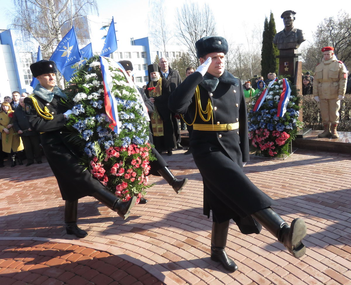 Орловские ветераны десантники приняли участие в открытии бюстов погибших бойцов 6 роты в городе Брянске