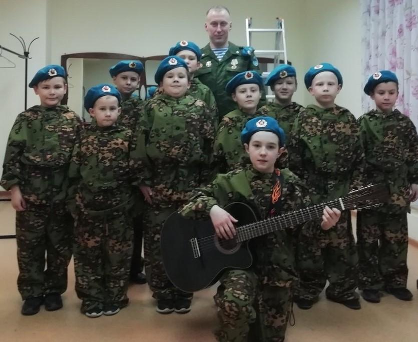 Федор Уразов, воспитанник ВПК «Десантник» г. Воткинск, («Союз десантников Удмуртии»), стал Лауреатом открытого детско-юношеского гитарного фестиваль-конкурса