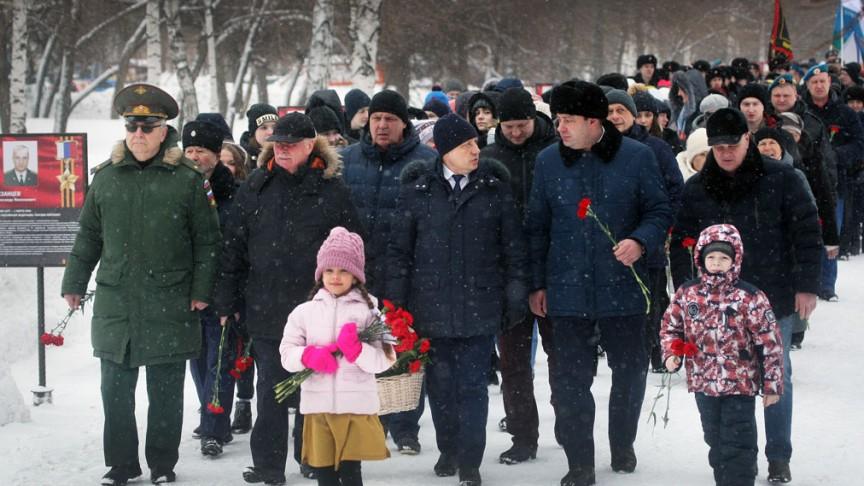 Памятная акция, посвященная 20-летию подвига десантников шестой роты в Барнауле