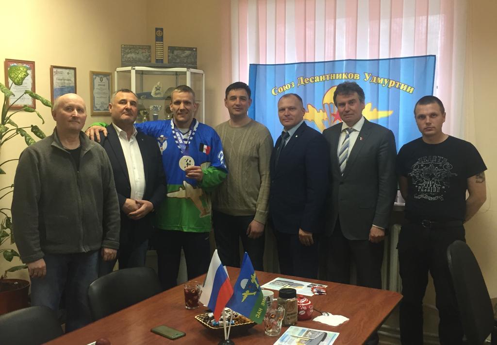 12 мая члены «Союза десантников Удмуртии» поздравляют с днём рождения Владимира Анатольевича Каманцева – десантника, серебряного призёра Паралимпийских игр в Сочи