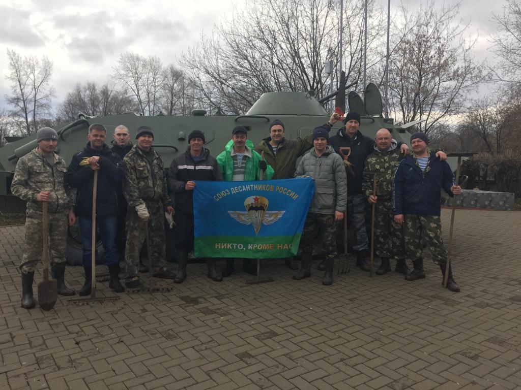 Волонтёры «Союза десантников Удмуртии» вновь по собственному желанию вышли навести порядок на улицы Ижевска