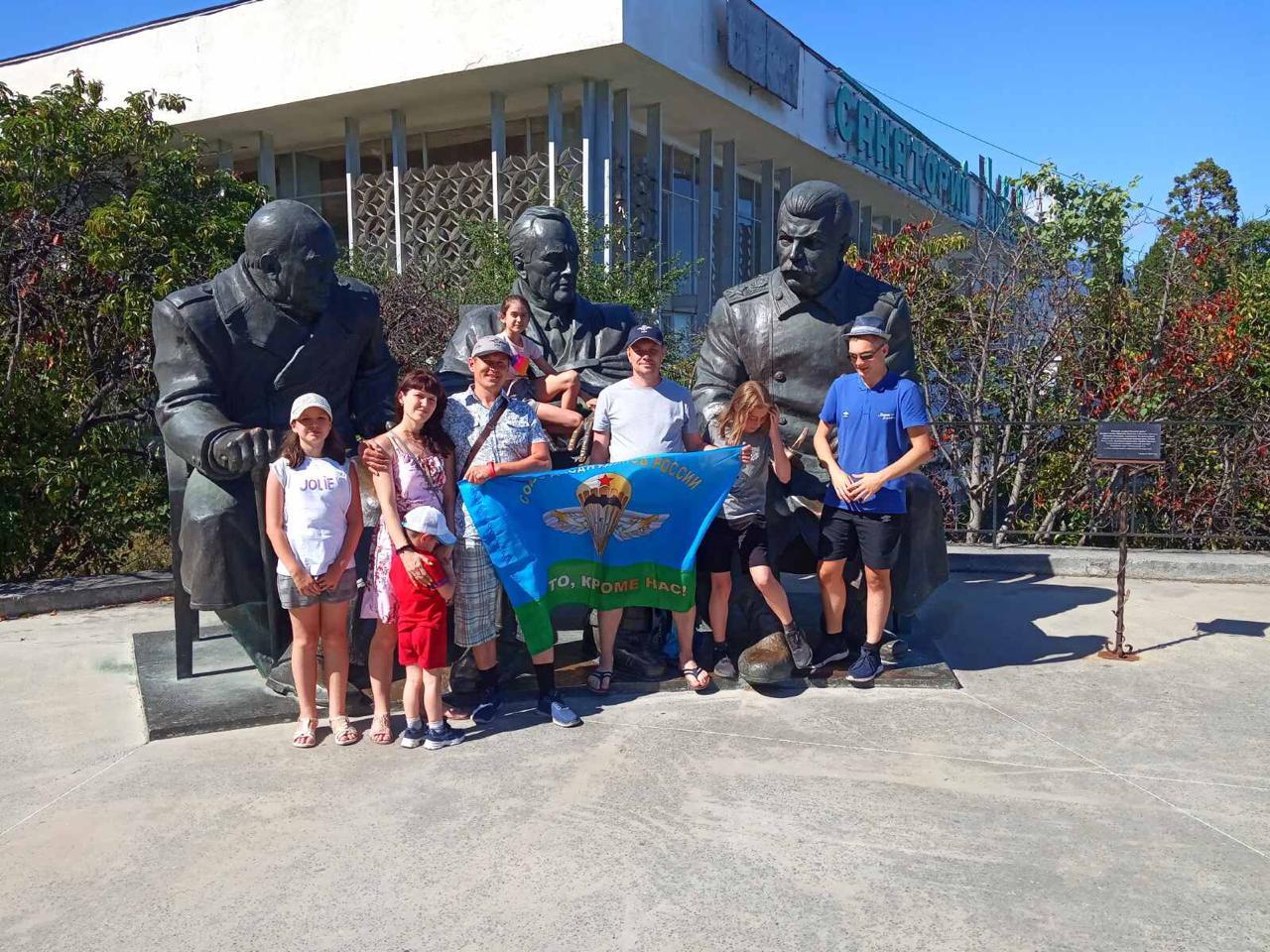 Группа гвардейцев «Союза десантников Удмуртии» выехала на побережье Крыма, чтобы поправить своё здоровье в Парк-отеле Марат