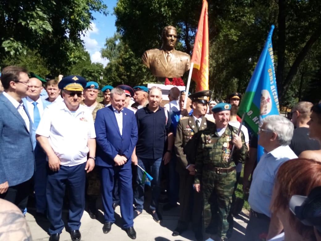 В Самаре установили бюст Герою Советского Союза Василию Маргелову