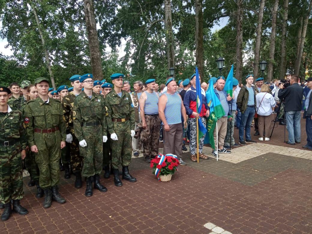 «Союз десантников Удмуртии» принял активное участие в открытии Аллеи мужества в городе Глазов