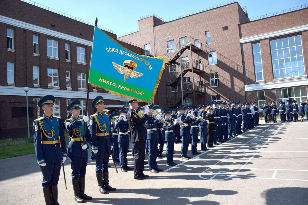 Торжественная линейка и «уроки мужества» 1 сентября в Чувашском кадетском корпусе