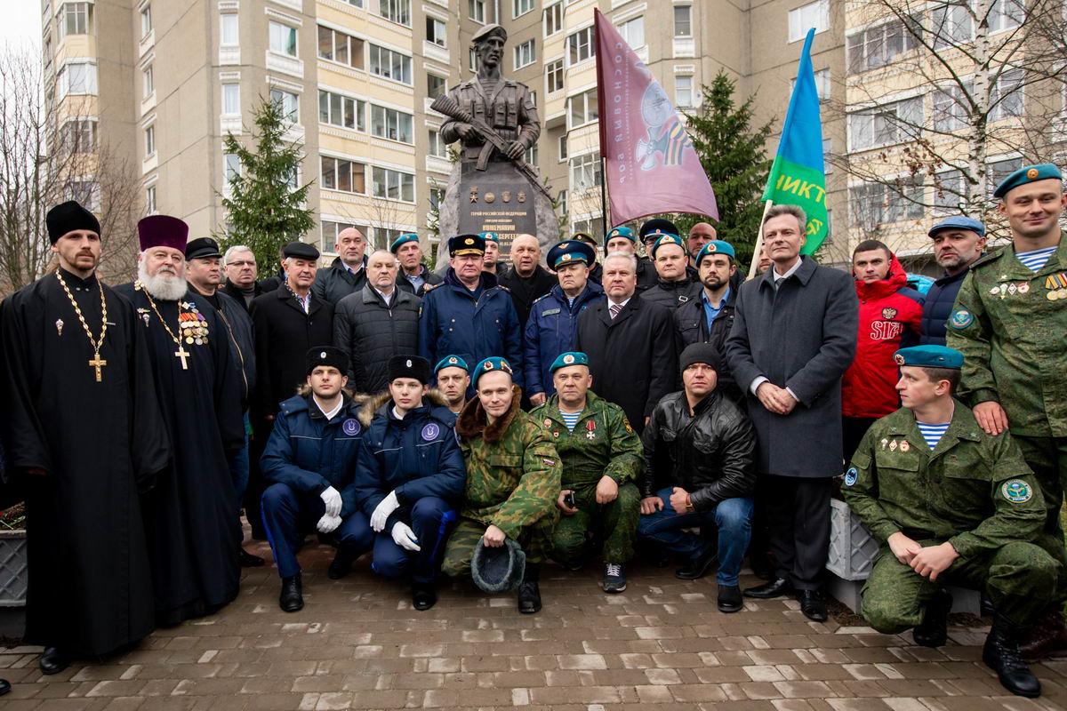 Открытие памятника Герою Российской Федерации Дмитрию Сергеевичу Кожемякину