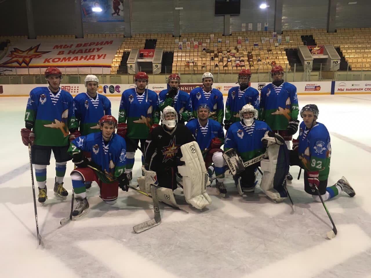 Команда «Союза десантников Удмуртии» по хоккею нарабатывает связки и командную игру