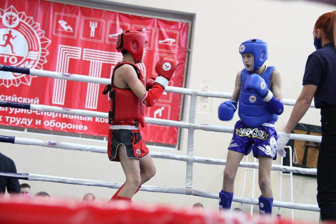 «Соревнования по тайскому боксу»
