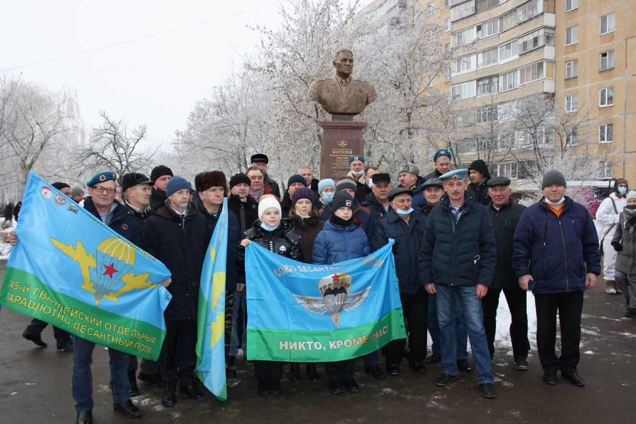 Открытие памятника командующему ВДВ В.Ф. Маргелову в г. Орле