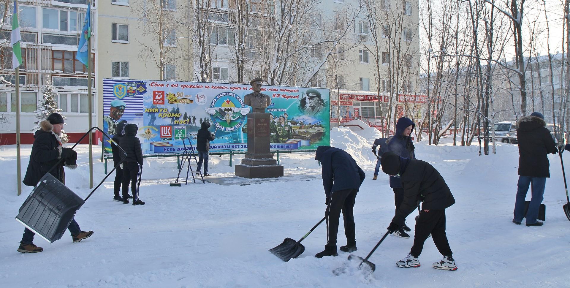 Усинские десантники провели субботник