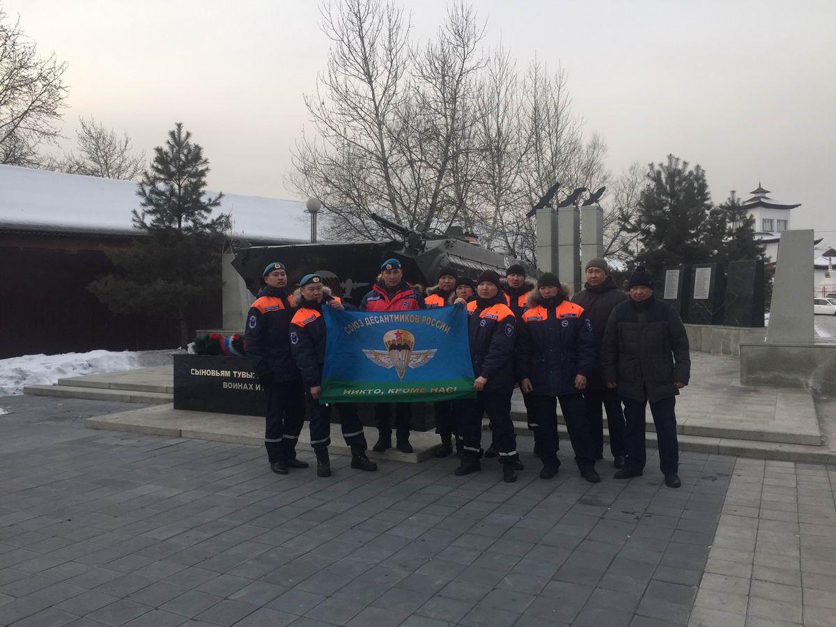 Десантники Тувы почтили память военнослужащих 6-й роты 104-го парашютно-десантного полка