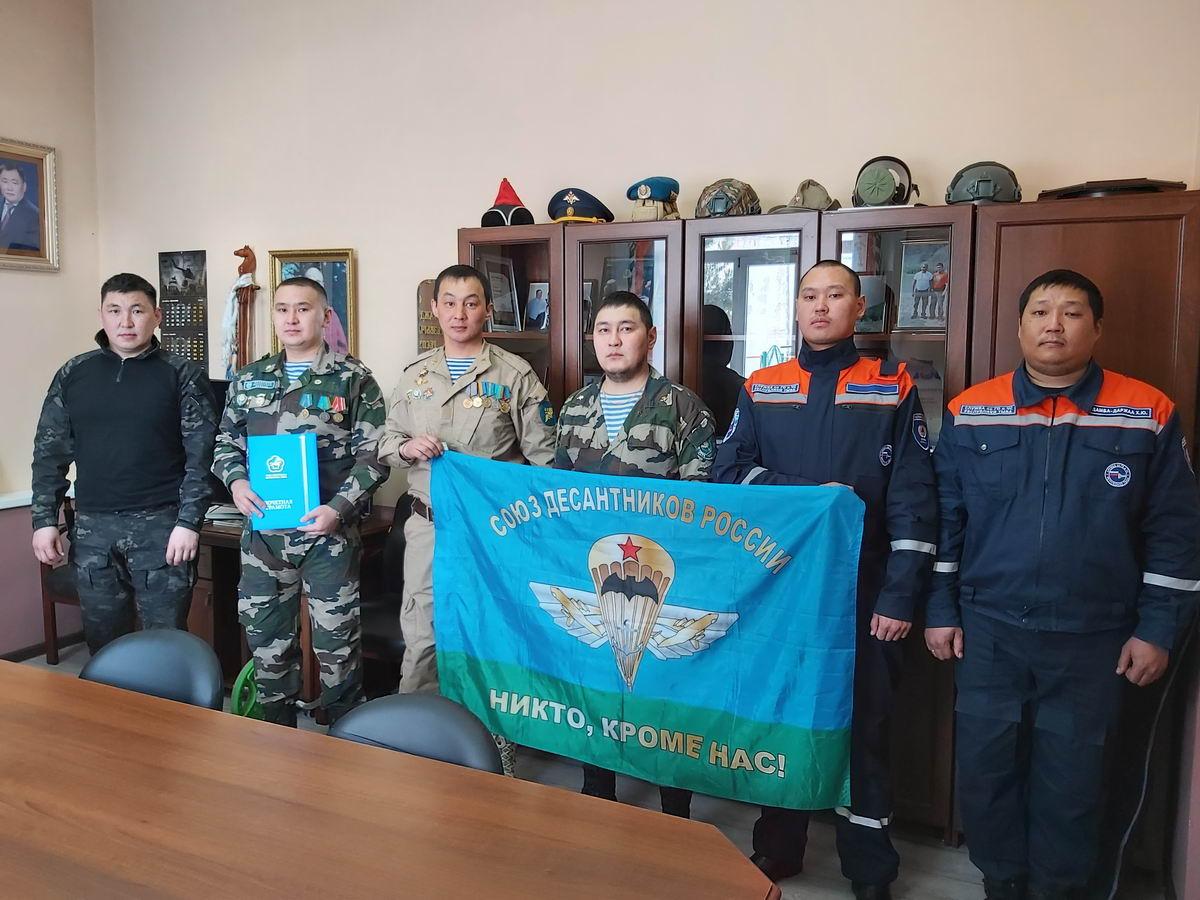 Член исполнительного комитета Союза десантников Республики Тыва Виктор Сойзан-оол награжден Почетной грамотой