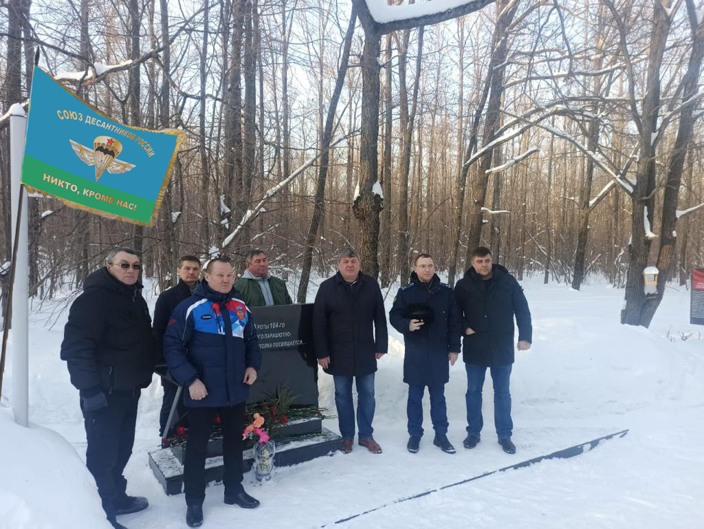 На Аллее памяти в честь 6-ой роты 104-го полка в г. Новочебоксарске Чувашской Республики