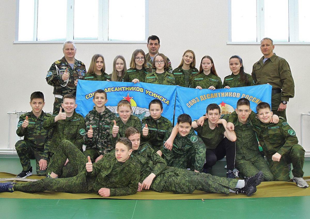 Усинские десантники поощрены за активную жизненную позицию в патриотическом воспитании молодёжи и подрастающего поколения в общеобразовательных учреждениях г. Усинска