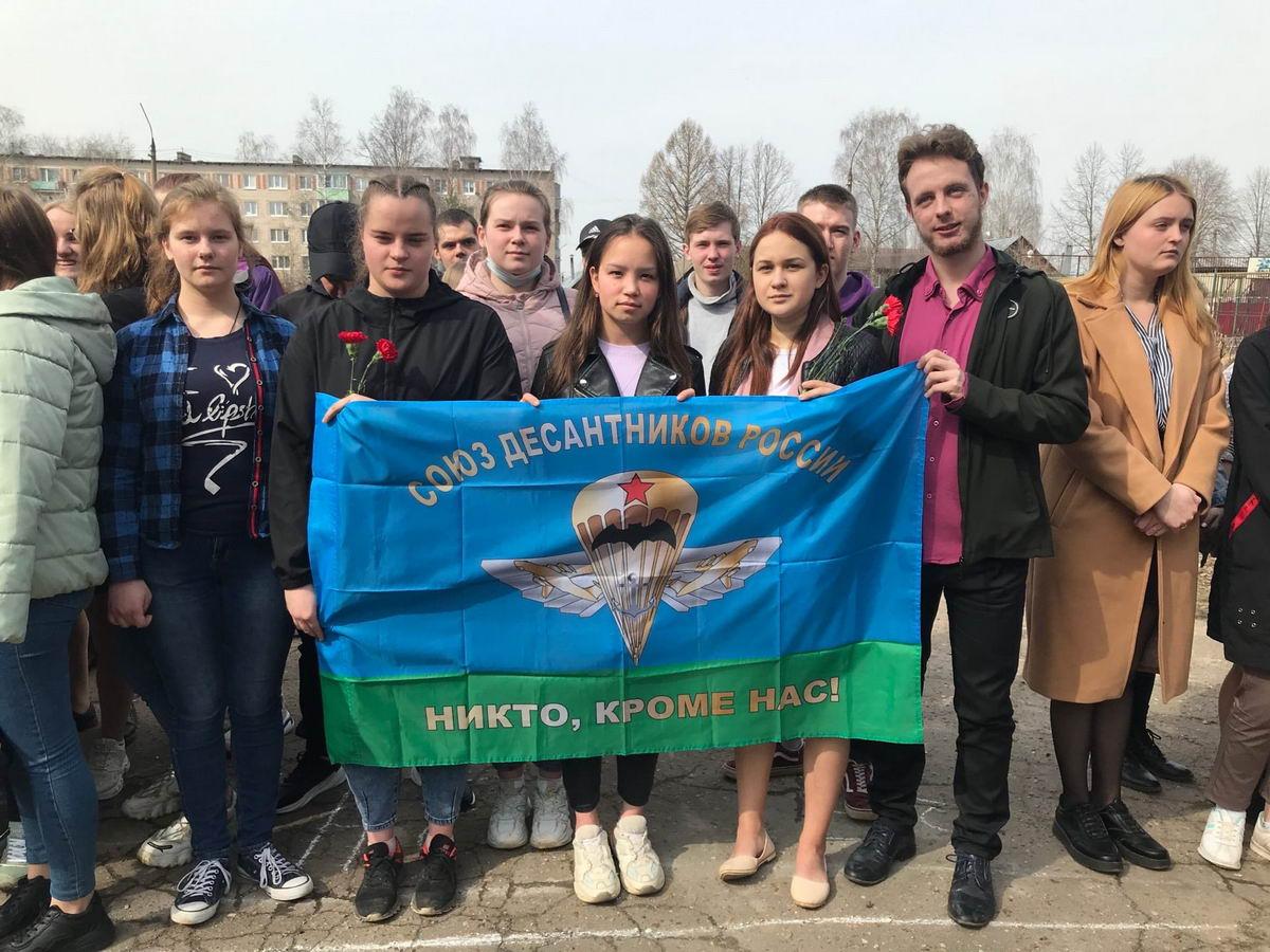 Торжественный митинг, посвящённый памяти выпускника учебного заведения Сергея Олеговича Козлова