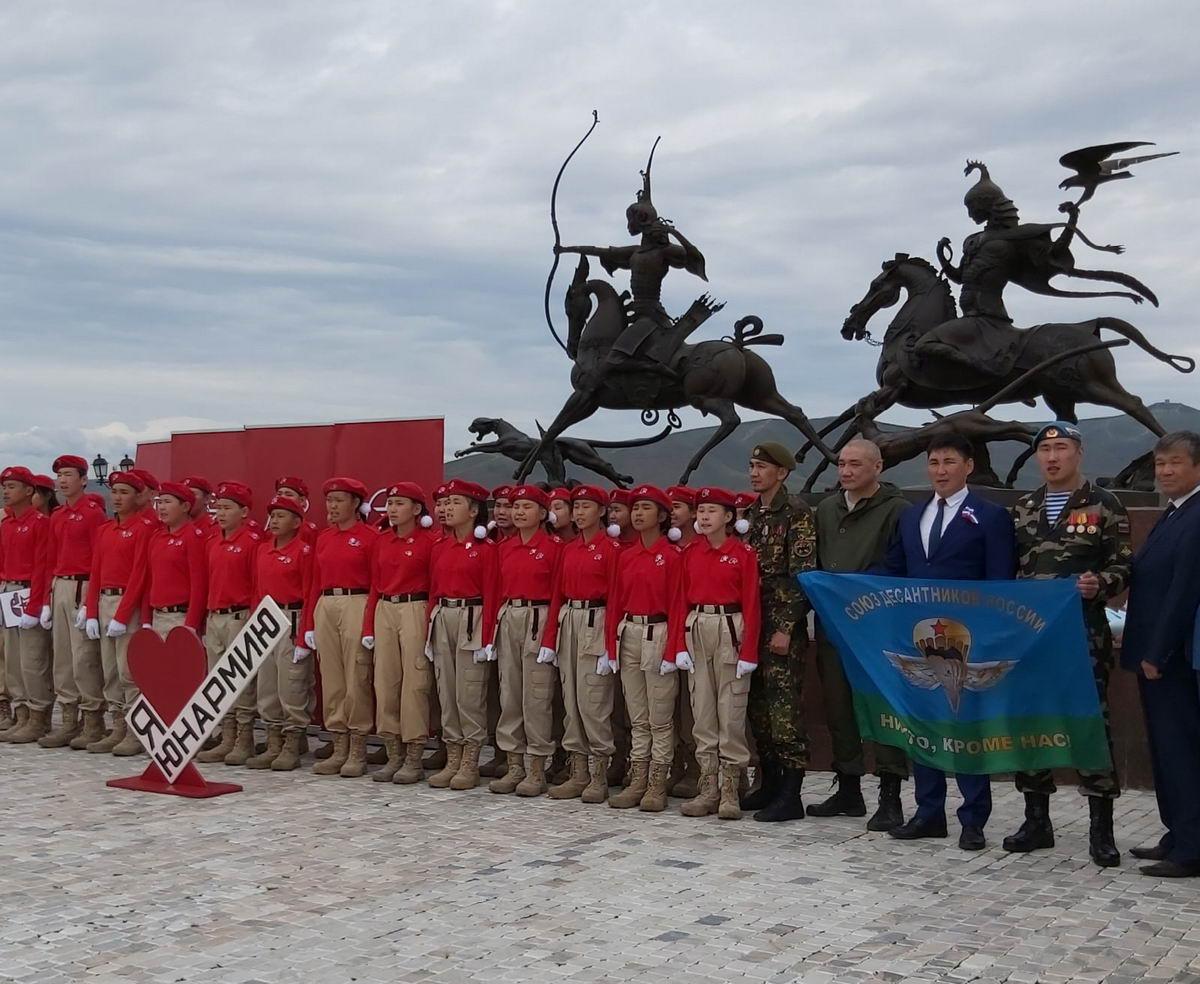 В День России состоялось торжественное посвящение в ряды Юнармии школьников 17-й школы города Кызыла